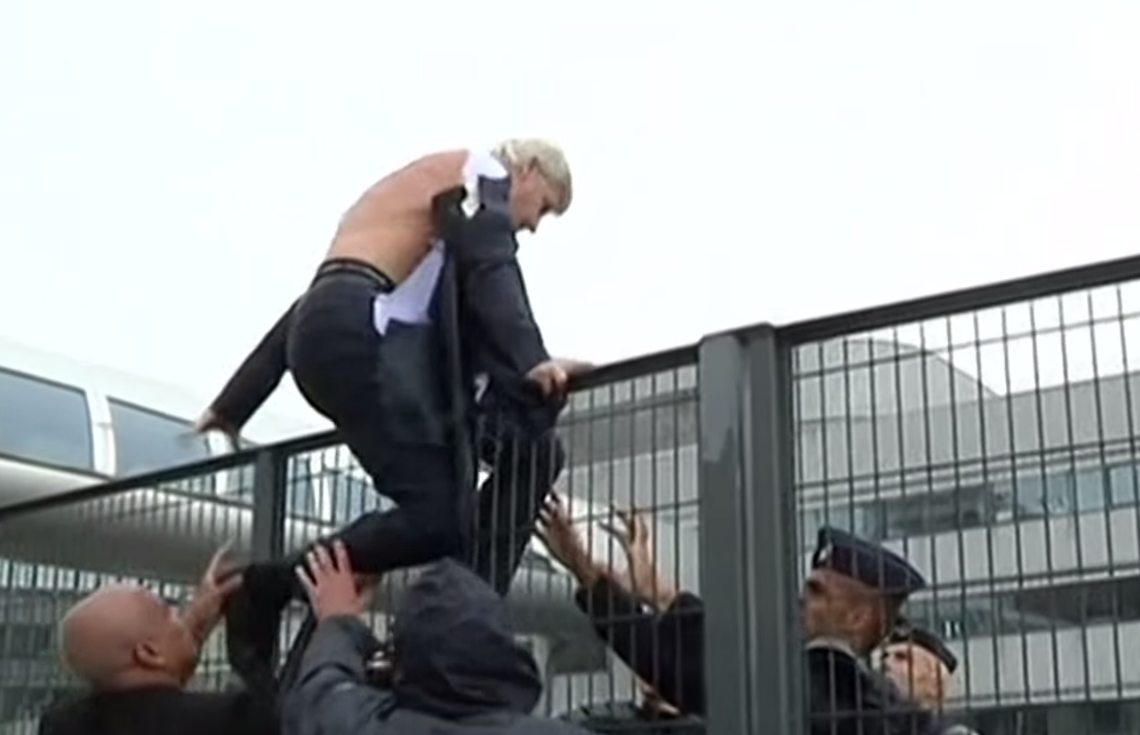 Air France Airline Executives Get Suits Ripped To Shreds By Angry Workers