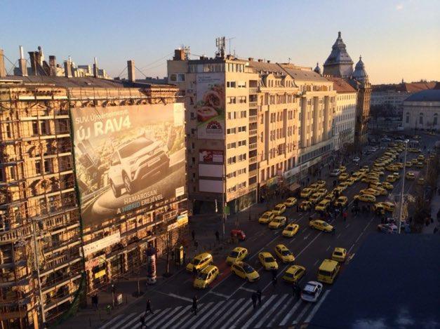 taxis budapest.jpg