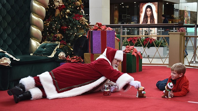 Viral Image: Mall Santa Gets On Floor For Boy with Autism