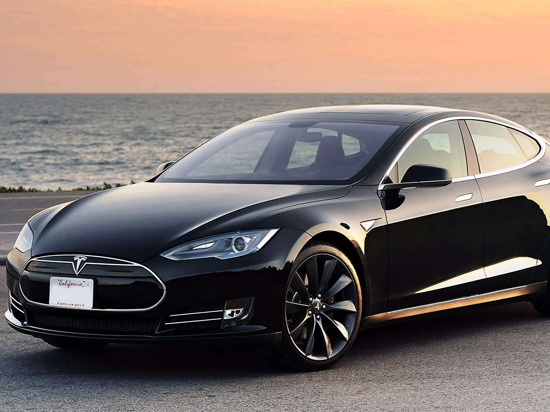 Tesla Breaks Rating System, New Instagram Formats, No Real Women on Ashley Madison